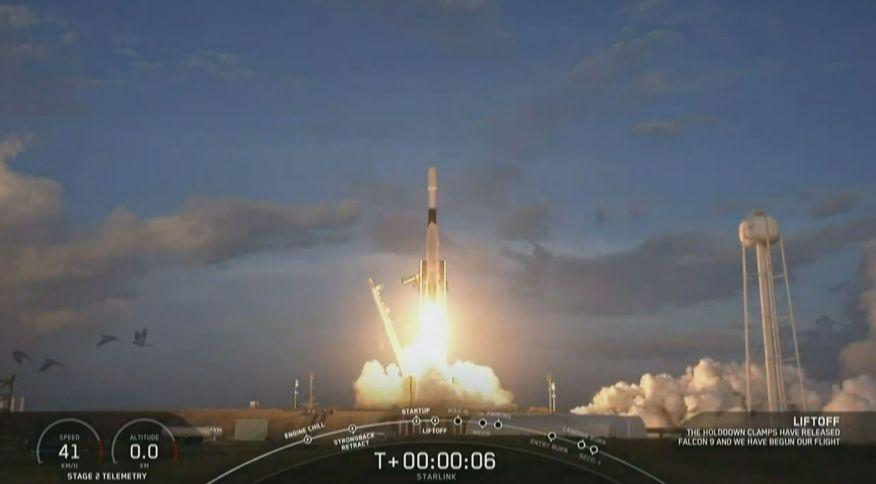 Space X lança mais 60 satélites em direção à órbita da Terra: o espaço acima da Terra poderá ficar lotado e poluído com os satélites