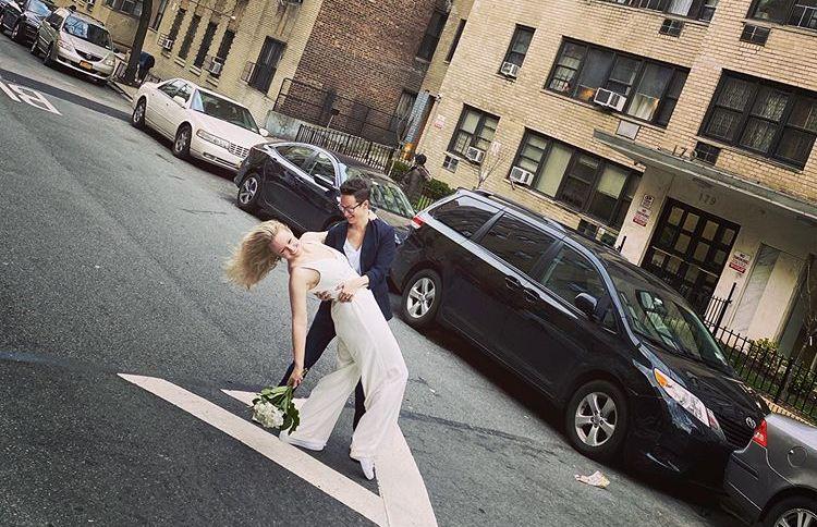 Reilly Jennings e Amanda Wheeler casam em rua de Nova York durante crise causada pelo novo coronavírus