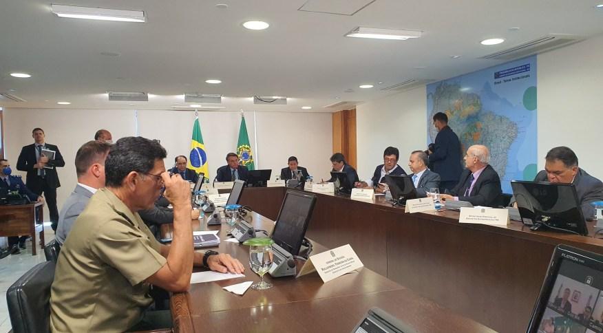 Jair Bolsonaro se reúne com governadores do Nordeste para discutir medidas federais contra o novo coronavírus (23.mar.2020)