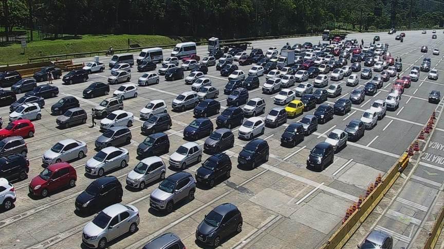 Tráfego na rodovia dos Imigrantes durante feriado (11.out.2020)