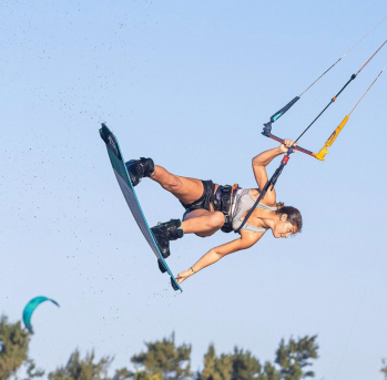 Atleta brasileira Mikaili Sol é tricampeã mundial de kitesurf