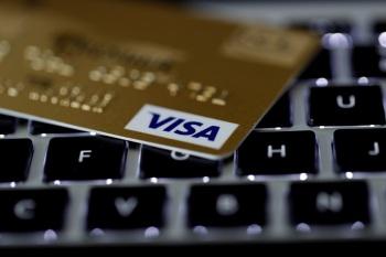 Empresas globais de pagamentos estão agindo para não perderem força já que transações financeiras com cartões de débito e de crédito ganham concorrências