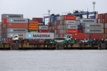 As vendas de produtos brasileiros a países estrangeiros somaram US$ 17,531 bilhões. Já as importações atingiram US$ 13,799 bilhões no mês passado