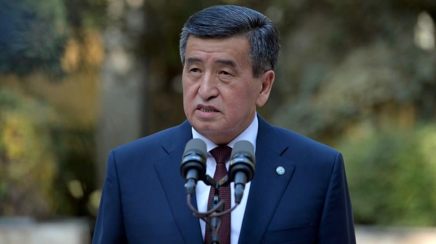 Sooronbai Jeenbekov justificou a decisão de renunciar dizendo que queria evitar confrontos entre as forças de segurança e os manifestantes