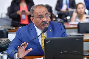 Chico Rodrigues (DEM-RR) avisou que não retornará da licença antes da votação