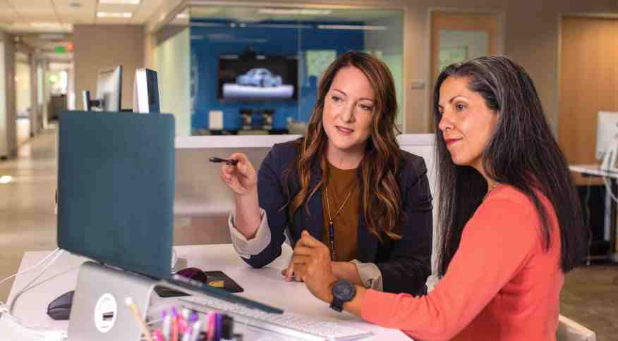 Executivas: as mulheres ganham 2% a mais do que os homens apenas no cargo de assistentes
