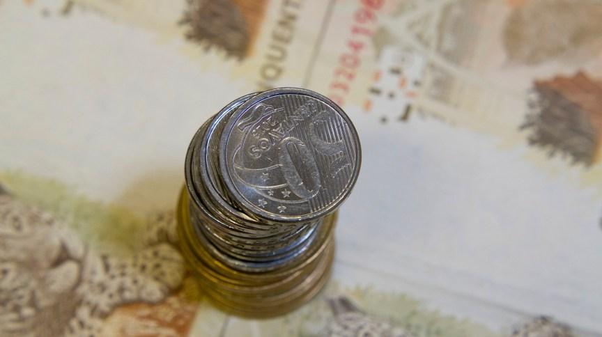Notas e moedas: