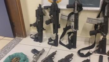 Força Tarefa da Polícia Civil e da Polícia Rodoviária Federal atuou na zona oeste do Rio de Janeiro; oito fuzis foram apreendidos