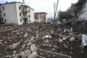 Acordo humanitário anunciado no sábado pela Rússia durou poucas horas; número de mortos desde o início do conflito, em setembro, subiu para 750