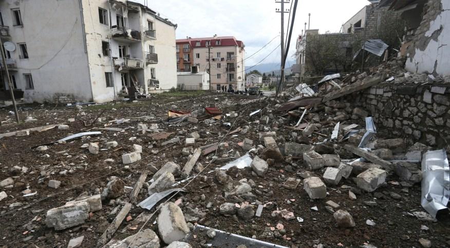 Edificações destruídas em Stepanakert, na região de Nagorno-Karabakh