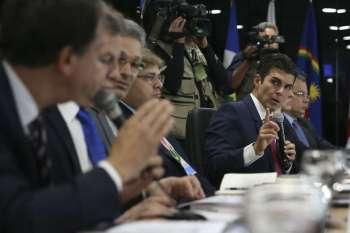 Após se reunir com o presidente Jair Bolsonaro e outros governadores da região Norte do país, Helder Barbalho (MDB), disse que, na verdade, foi uma comunicação