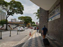 Passageiros serão levados para UBS para testagem e podem ficar hospedados em hotel para isolamento de 14 dias