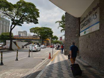De acordo com o portal de busca de viagens Kayak, o valor médio passou de R$ 922 para R$ 603