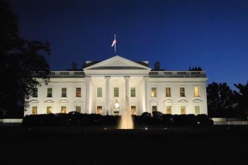 Os ataques de 11/09/2001 despertaram uma discussão sobre se os Estados Unidos ficaram mais vulneráveis por causa da demora da instalação da equipe de segurança