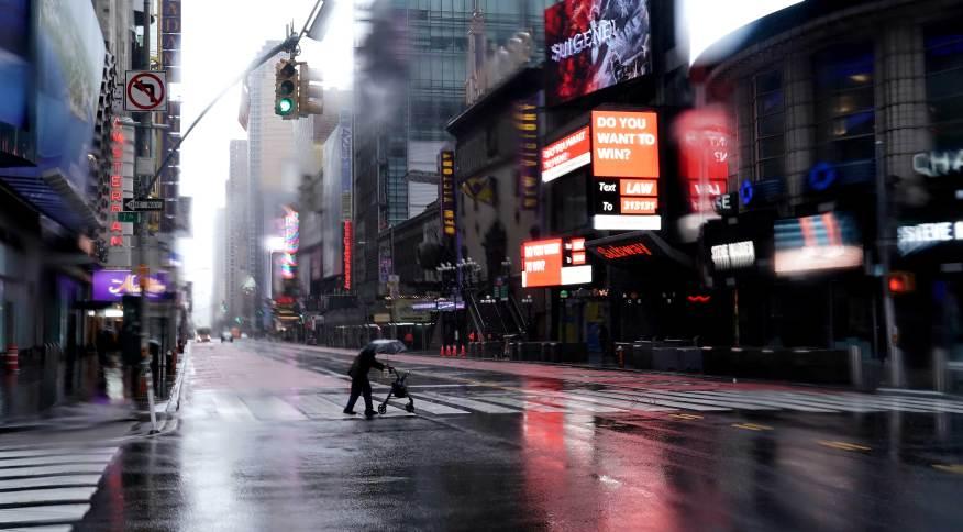 A Times Square, cartão-postal de Nova York, quase vazia em meio à pandemia do novo coronavírus