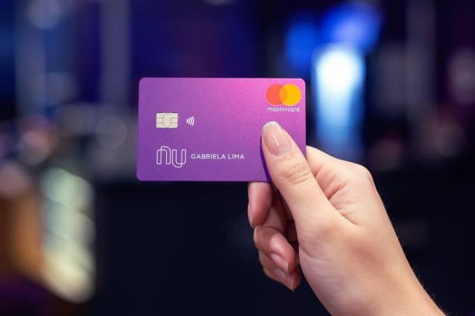Cartão do Nubank: a intenção é reduzir os juros cobrados pela metade