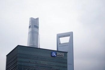 A empresa, parte do vasto império de negócios fundado pelo bilionário Jack Ma, fez acordo com as autoridades da China para melhorar a governança corporativa