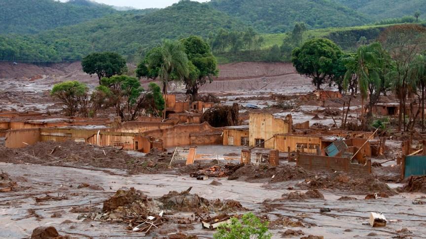 Distrito de Bento Rodrigues, em Mariana (MG), após rompimento de barragem da Samarco