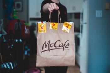 McCafé passará a contar com uma versão mini de seu pão de queijo, muffins de blueberry, tartelete com cobertura de morango ou chocolate e quiche de palmito