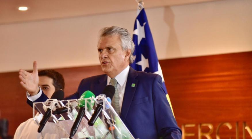O governador de Goiás, Ronaldo Caiado, em coletiva de imprensa (25.mar.2020)