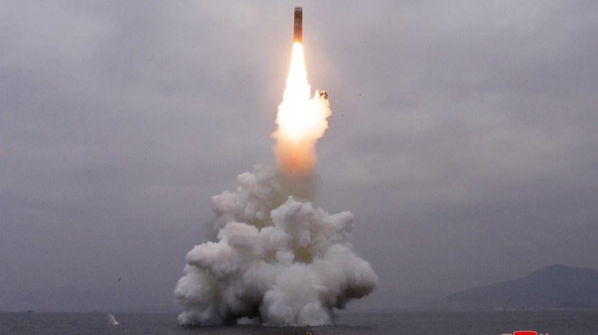 Suposto disparo de mísseis balísticos a partir de submarino norte-coreano
