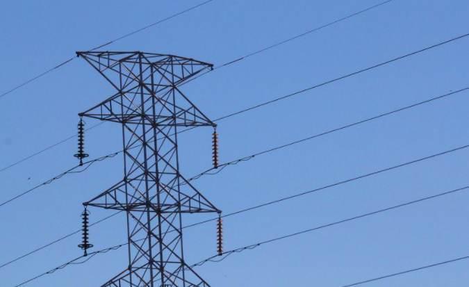 Das 16 cidades do Amapá, apenas Oiapoque, Laranjal do Jari e Vitória do Jari contam com o fornecimento de energia regular