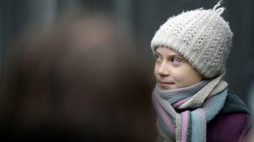A jovem ativista Greta Thunberg durante um protesto em frente ao Conselho Europeu, em Bruxelas