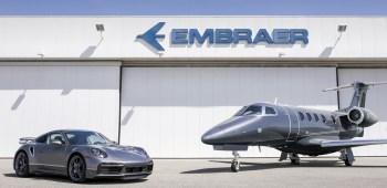 Veículos terão design semelhante, com volante do carro combinando com o manche do avião e os relógios do painel