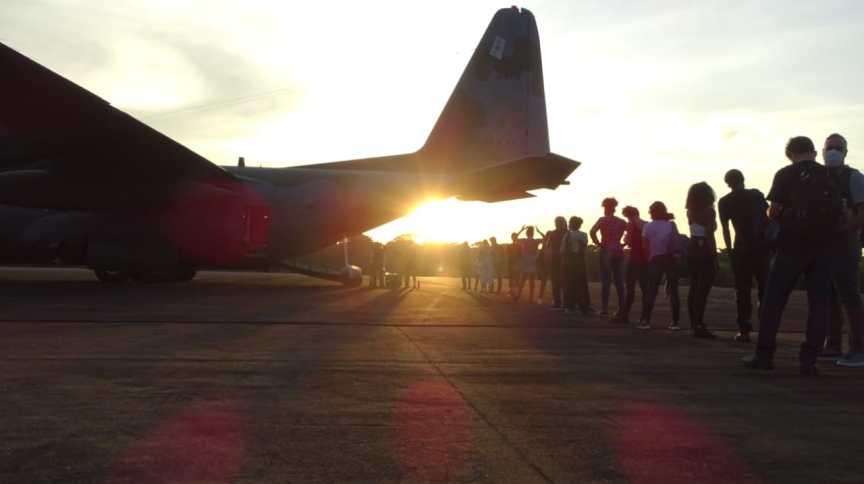 Avião da FAB trazendo brasileiros do Peru pousa em Porto Velho