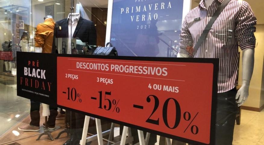 Lojas fazem preparação para a Black Friday no Rio de Janeiro: data já virou sinônimo de promoções