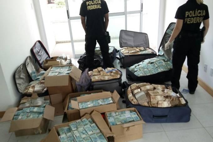 """Polícia Federal encontra 51 milhões de reais em espécie no """"bunker"""" do ex-ministro Geddel Vieira Lima (6.set.2017)"""