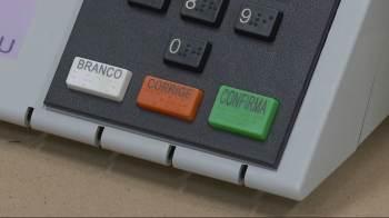 Dez candidatos concorrem à prefeitura de Macapá neste domingo. Se nenhum deles obtiver a maioria dos votos, a cidade terá segundo turno, no dia 20 de dezembro.