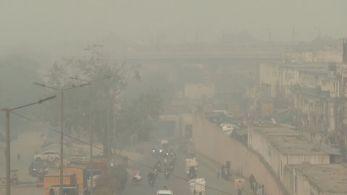 Governo proibiu a venda de fogos de artifício para não agravar a fumaça na capital da Índia