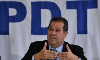 Presidente nacional do partido, Carlos Lupi disse que campanha no Rio contra Martha Rocha foi 'de baixíssimo nível'