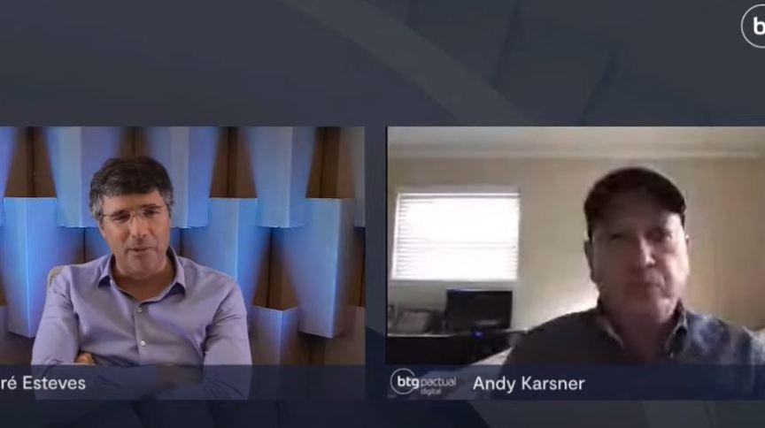 André Esteves, sócio sênior do banco BTG Pactual, e Andy Karsner, estrategista sênior da X, empresa de inovação do Google, e fundador e executivo da Elemental Labs, durante transmissão ao vivo