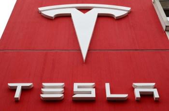 As ações da Tesla sofreram um golpe recentemente, despencando quase 25% no mês passado