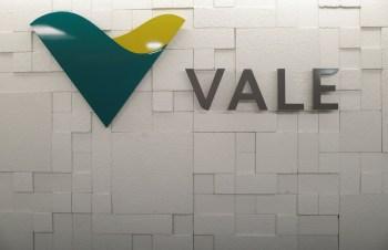 Ao final de 2020, a Vale tinha 388,559 milhões de debêntures em circulação no mercado, e os vendedores possuem exatamente 55% deste total