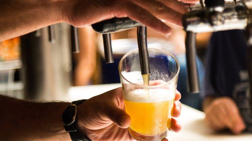 Copo de cerveja: Skol e Brahma aparecem atrás apenas de Itaú e Bradesco