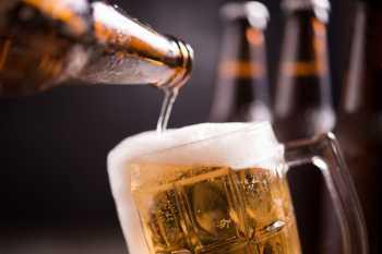 Comitê russo disse que seis pessoas foram detidas por supostamente produzir e vender álcool impróprio para consumo