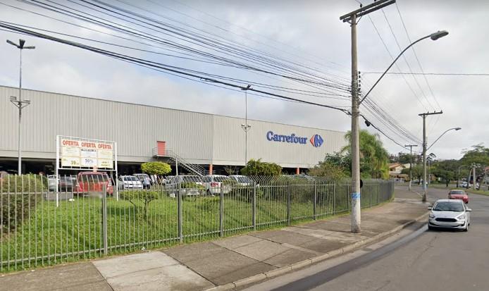 Carrefour do bairro de Passo D'Areia, em Porto Alegre: palco do assassinato de homem negro