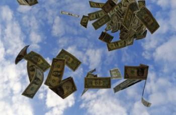 No acumulado de janeiro a novembro, os gastos de brasileiros no exterior somam US$ 5,024 bilhões. O valor é 68,7% inferior aos US$ 16,097 bilhões de 2019