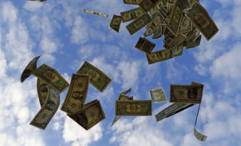 Moeda americana fechou abaixo dos R$ 5 pela primeira vez em duas semanas (16.nov.2014)
