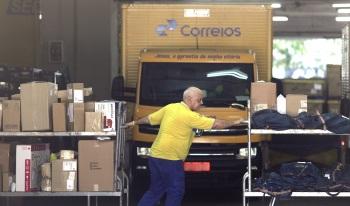 Capitalização da Eletrobras já foi aprovada e é prevista para começo de 2022; projeto de venda dos Correios aguarda o Senado