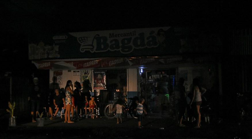 População do Amapá passa por dificuldades por conta de apagão prolongado