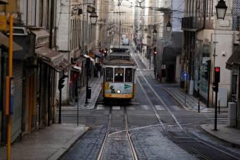 Regras mais rígidas continuarão em vigor em cidades onde as taxas de transmissão continuam altas