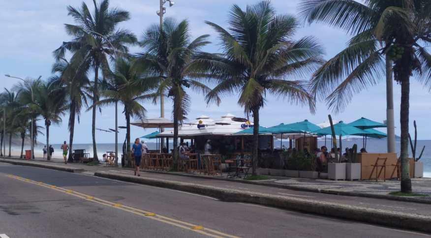 Quiosque em praia do Rio (22.nov.2020)