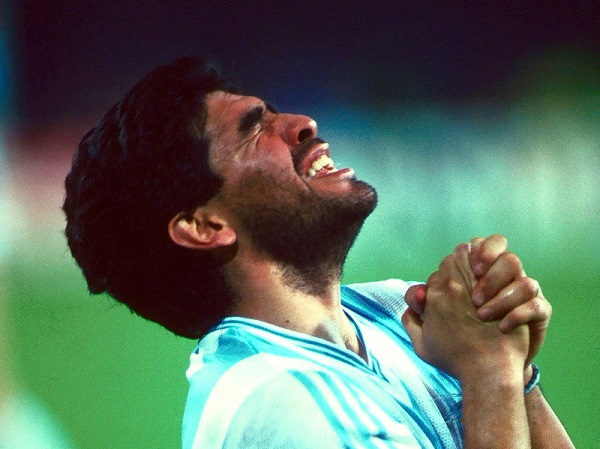 Imagem de arquivo de Maradona com a camisa da Argentina, em 18 de junho de 1990