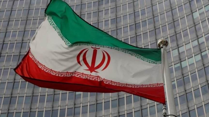 Bandeira do Irã hasteada em Teerã