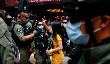 A polícia de Hong Kong disse que 53 pessoas foram presas em uma investida contra ativistas que envolveu cerca de 1.000 oficiais de segurança nacional