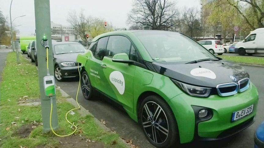 Governo Biden prometeu reduzir custo de baterias de carros elétricos em 50%